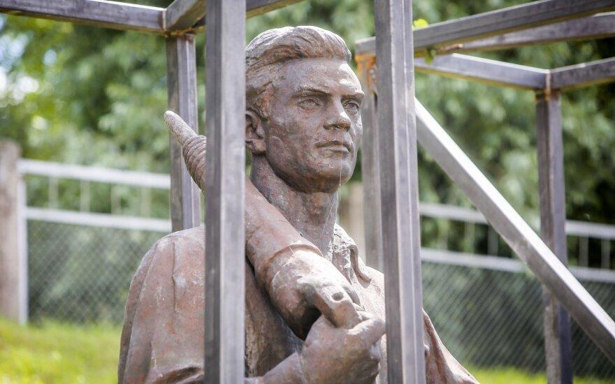 Sowieckie rzeźby powinny wrócić na Zielony most. A jak będzie, czas pokaże