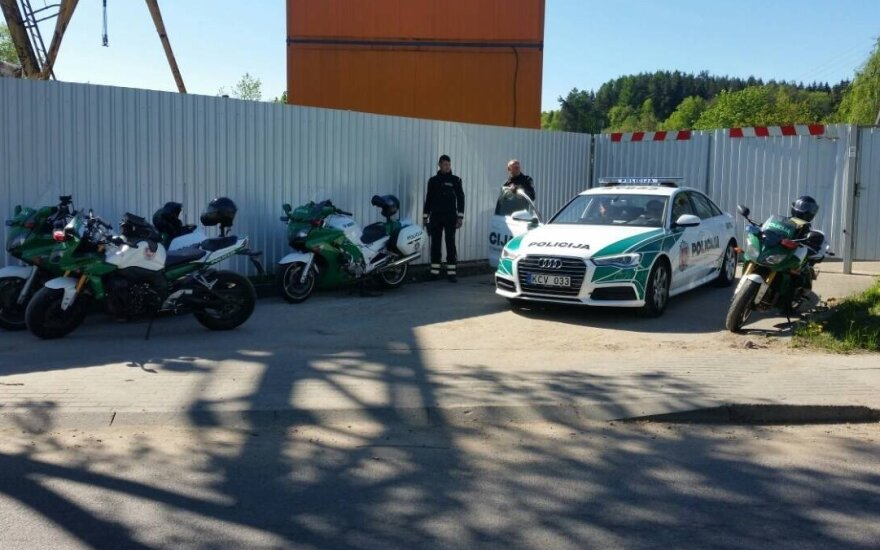Полицейский: ждали мотоциклистов, а примчался BMW