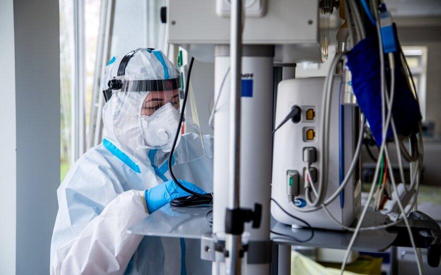 НЦОЗ: коронавирусом в Литве болеет почти тысяча медиков