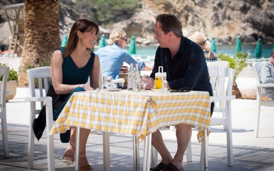 D. Cameronas su žmona atostogauja Ibisoje