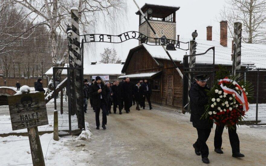 Британских подростков будут судить за кражу пуговиц в концлагере Аушвиц