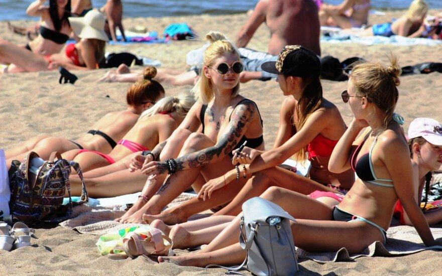 """Девять типов поведения людей на пляже - от """"пуристов"""" до """"позеров"""" и """"ловкачей"""""""