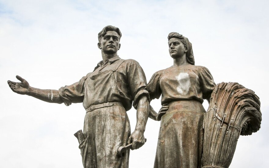 Глава комиссии: по закону скульптуры с Зеленого моста нужно вернуть