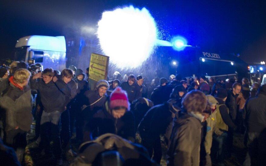 В ФРГ полиция применила против протестующих экологов газ и водометы