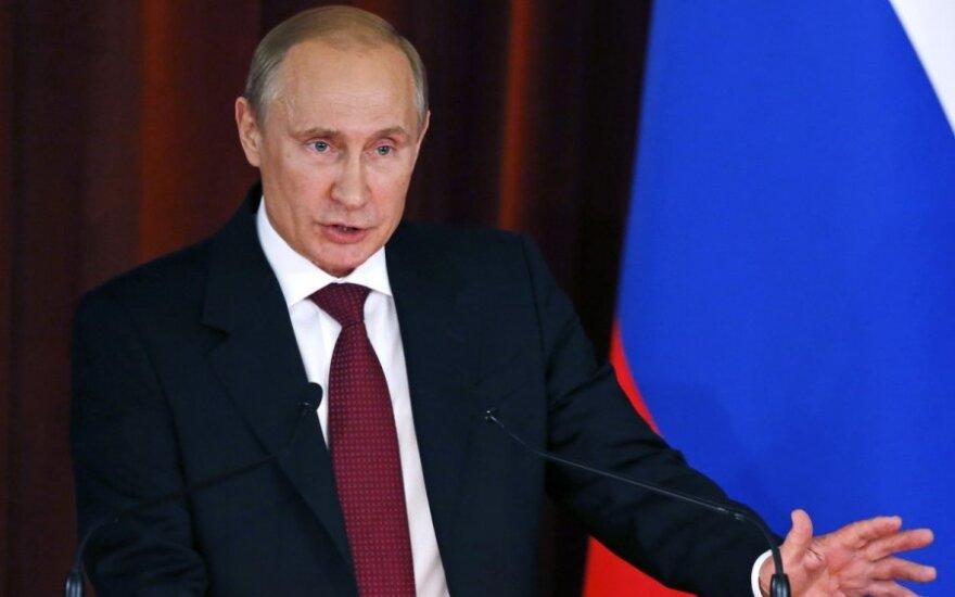 """Путин обещает """"энергично"""" защищать русских за рубежом"""