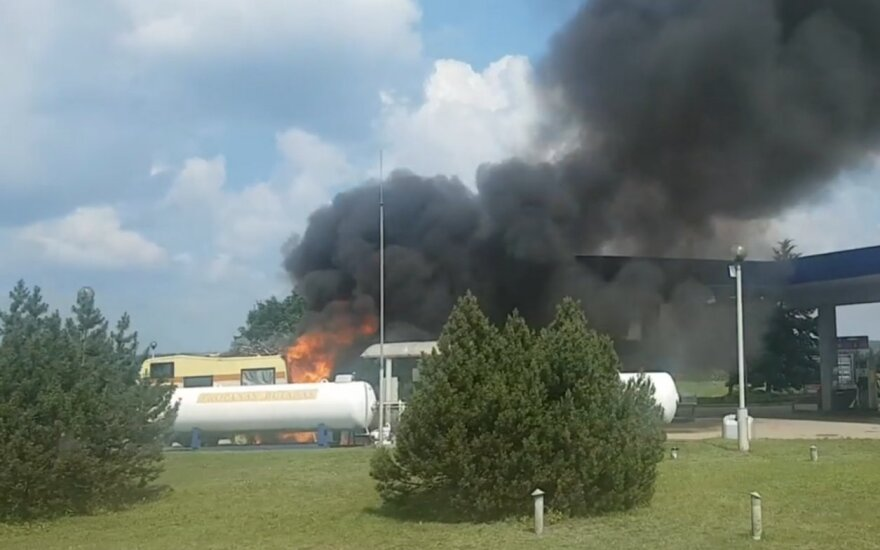 Пожар на заправке: пострадали мужчина и девушка-подросток