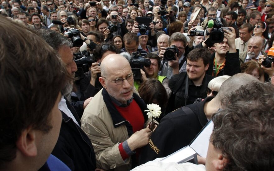 Rusijos rašytojas Borisas Akuninas opozicijos aktyvistų eitynėse