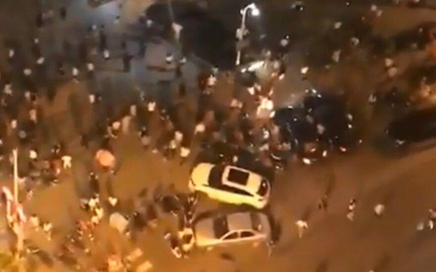 В Китае автомобиль въехал в толпу
