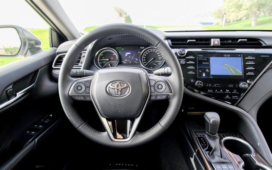 """Naujasis """"Toyota Camry"""""""
