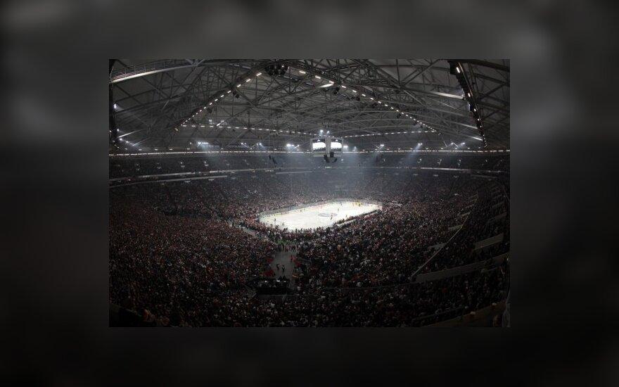 Gelzenkircheno arenoje ledo ritulio mačą Vokietija - JAV stebėjo 70 tūkst. žiūrovų