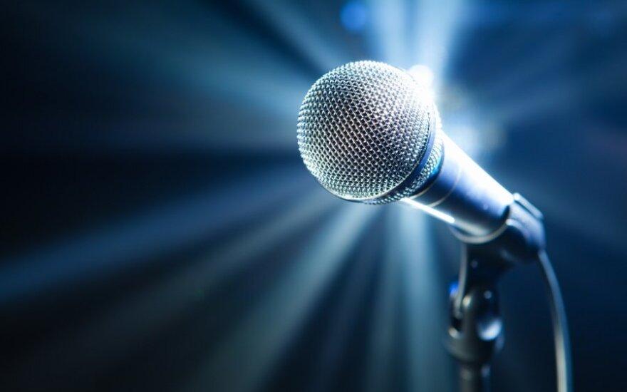 Mikrofonas, muzika, dainavimas