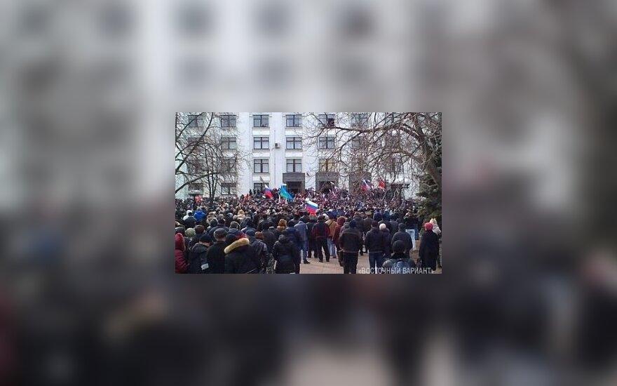 Пророссийские активисты захватили Луганскую обладминистрацию