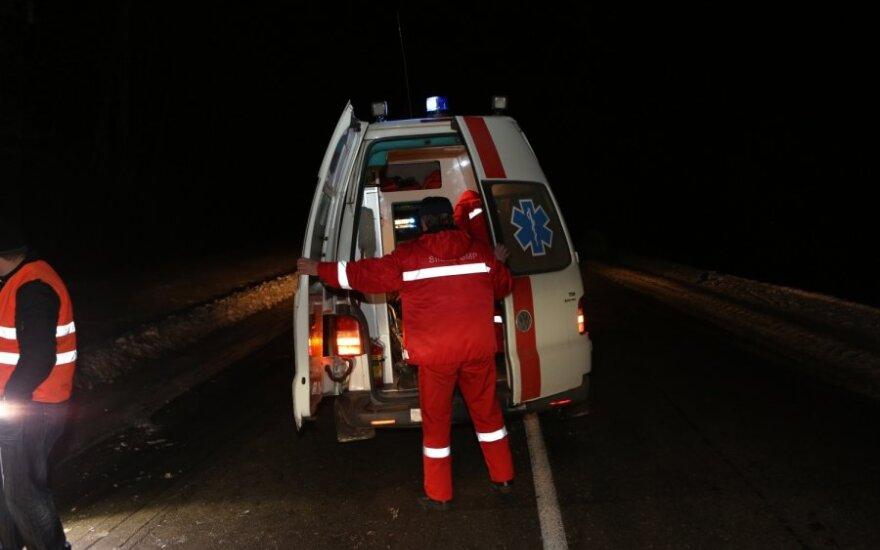 На дороге Каунас-Алитус перевернулся Mercedes, погиб один человек