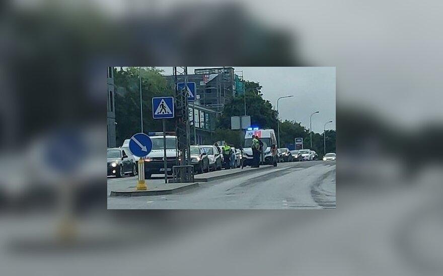В Вильнюсе столкнулись три автомобиля, пострадал водитель