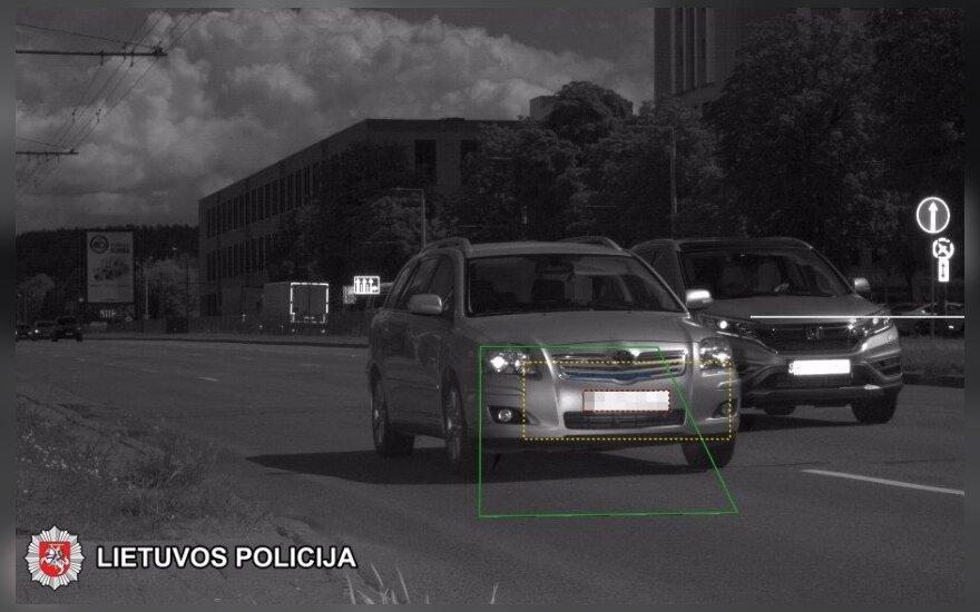 Нарушитель проехал в Вильнюсе мимо полиции на скорости 132 км/ч