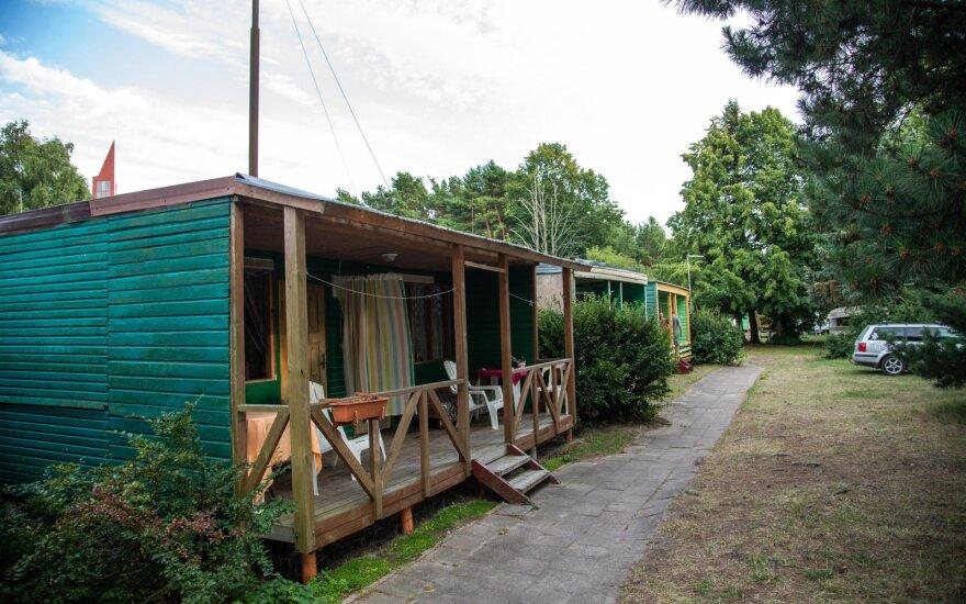 Министерство решает судьбу деревянных домиков в Швянтои: изменится их назначение