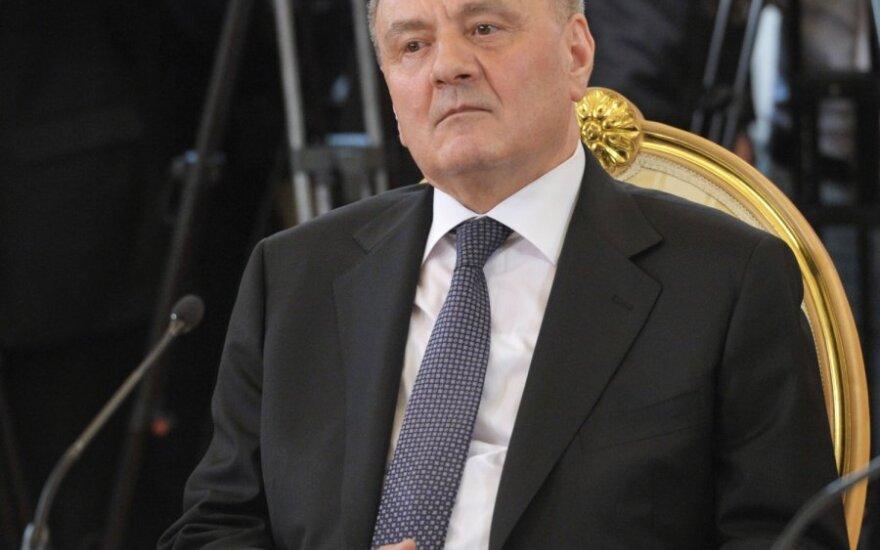 Президент Молдовы потребовал запретить въезд российским парламентариям