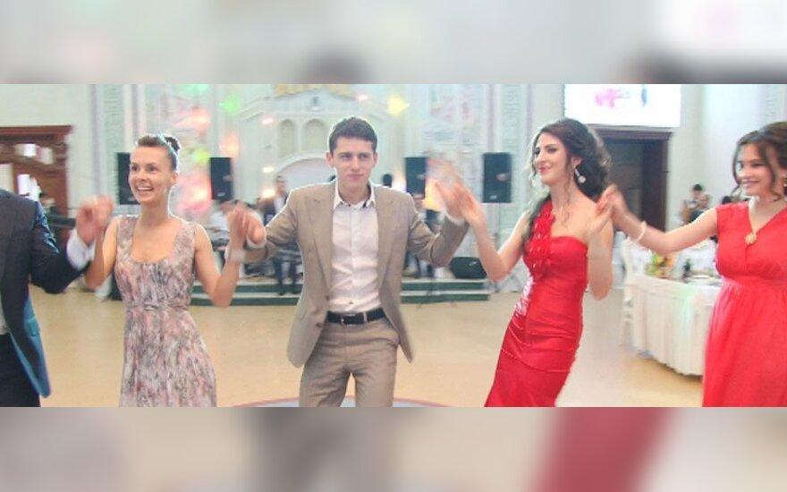 Donatas Montvydas šoka azerbaidžaniečių vestuvėse