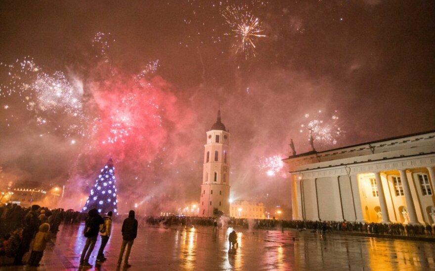 Как встретить Новый год: за границей, в барах или у телевизора?