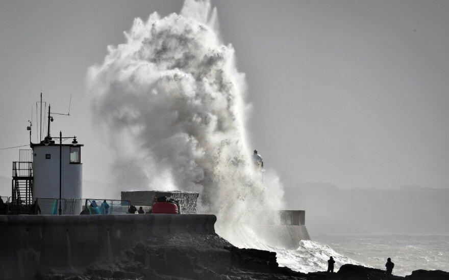 Надо готовиться к худшему: в случае бури может затопить часть косы, Клайпеды и Паланги