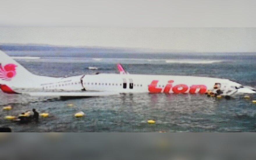 """Найдены """"черные ящики"""" самолета, съехавшего в море у берегов Бали"""