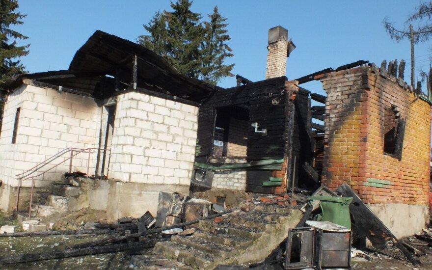 Трагедия: пока мать находилась в роддоме, во время пожара погиб ее 8-летний сын