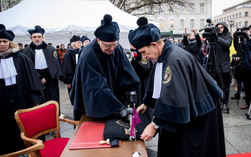 Преподаватели Вильнюсского университета рассказали о своих зарплатах