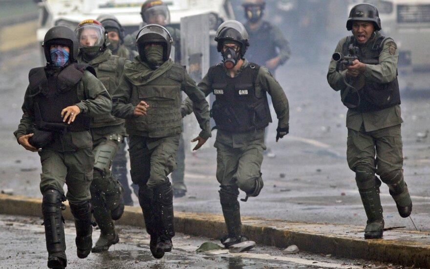 В Венесуэле ищут напавших на военную базу