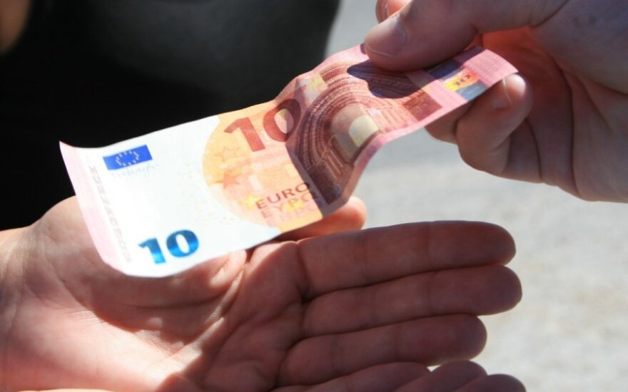 Евробарометр: число сторонников евро в Литве возросло до 63%