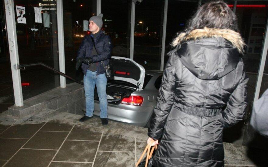 В Вильнюсе в подземный переход въехал BMW