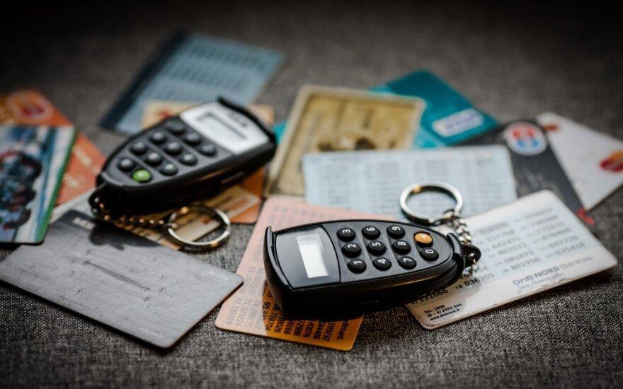Breloczki, zegarki, naklejki… Zamiast karty płatniczej?
