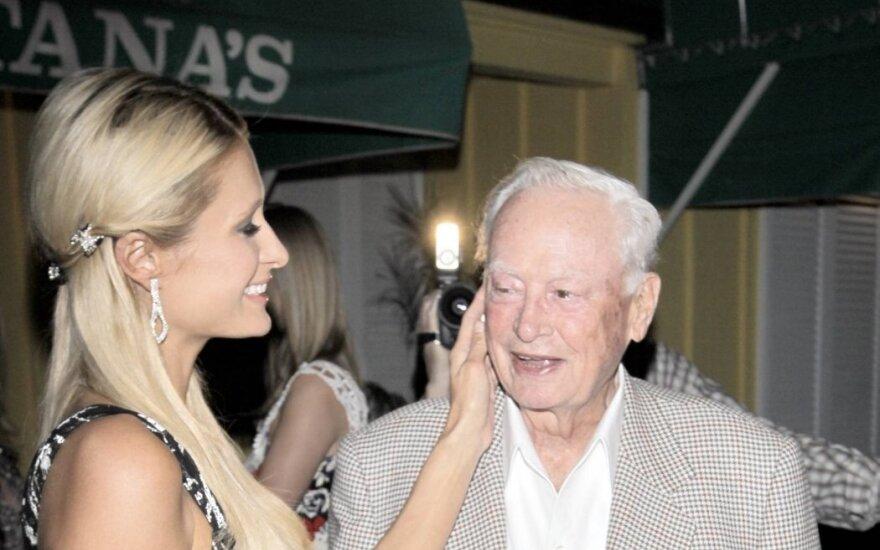 Paris Hilton su seneliu Barronu Hiltonu