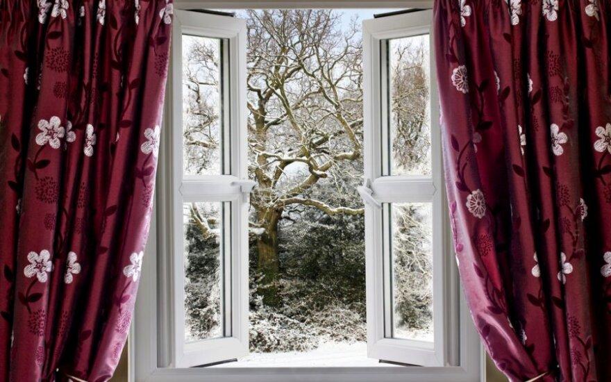 Клайпедчане из-за высокой температуры в квартирах живут с открытыми окнами