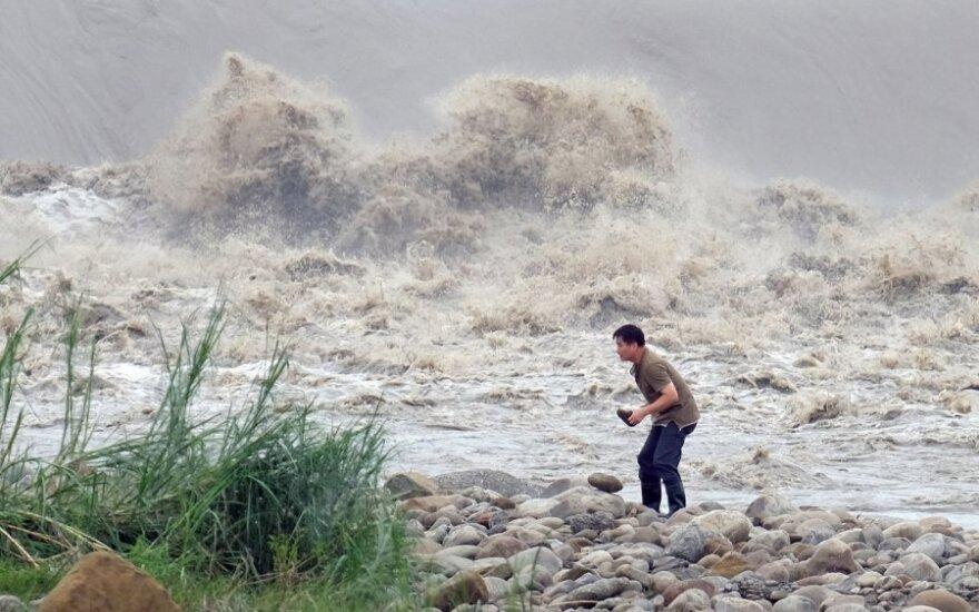 Жителей Филиппин эвакуируют из-за тайфуна