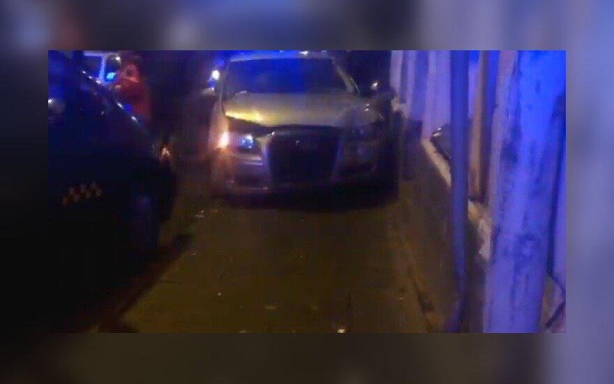 В Вильнюсе автомобиль Audi заехал на тротуар, пострадали пешеходы