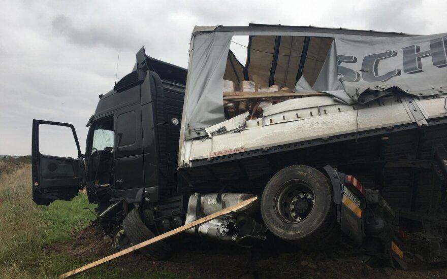 Прицеп грузовика стал причиной крупной аварии