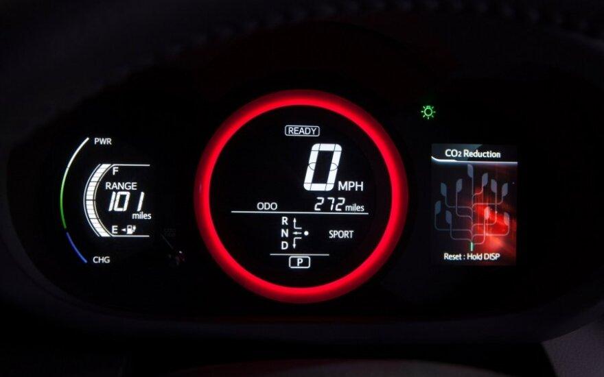 """Pristatytas Toyota """"RAV4 EV"""" elektromobilis"""