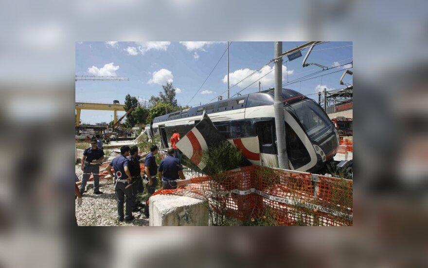 Поезд сошел с рельсов в Италии, есть жертвы