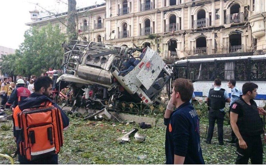 Взрыв на автобусной остановке в Стамбуле: 11 погибших