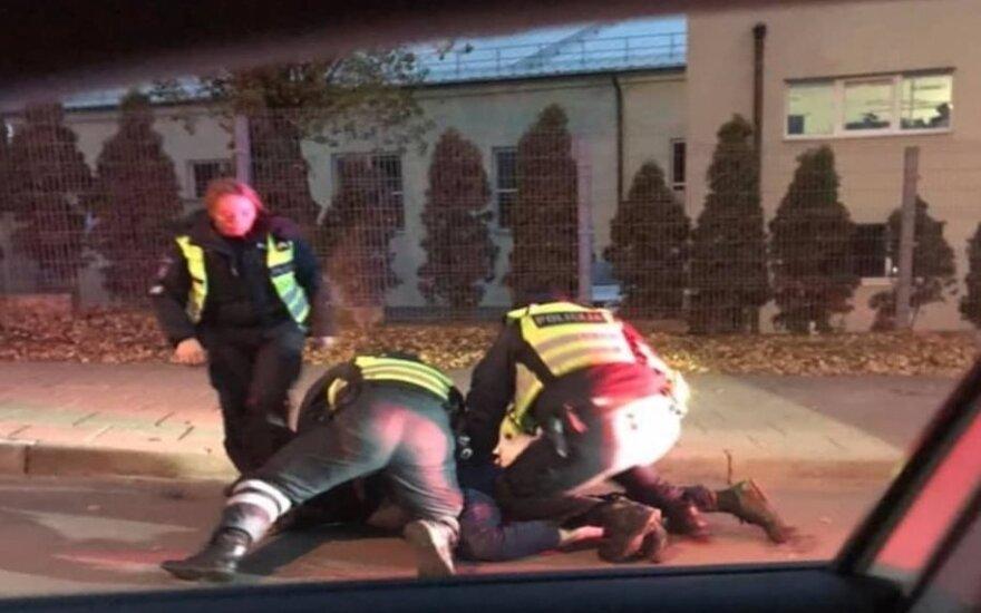 Водитель бросился на полицейского, за что был арестован