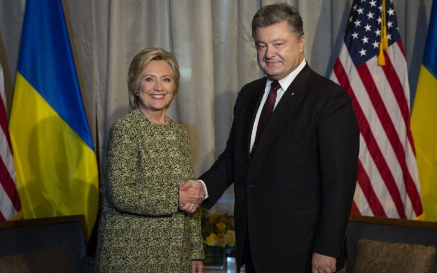 Порошенко и Клинтон обсудили санкции против России и российскую агрессию