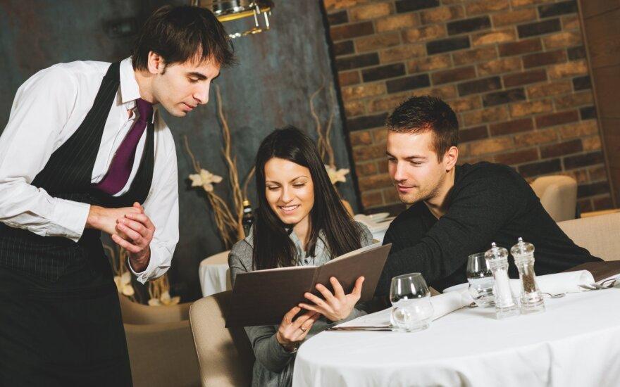Вильнюсский ресторан включил чаевые в счет: официанты получают слишком много