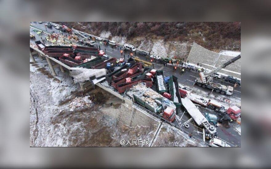 В Китае 17 человек погибли в аварии из 56 машин
