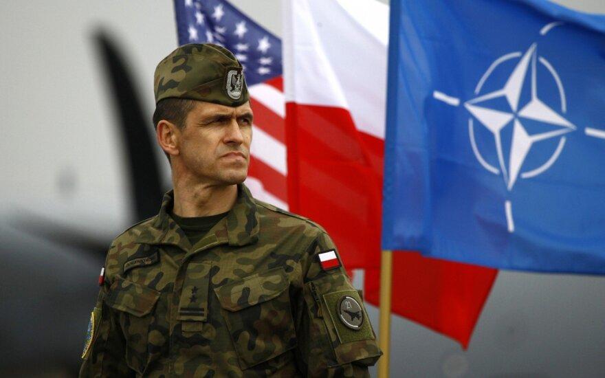 Lenkija nerimauja, kad politinė krizė JAV gali pavėlinti sprendimą dėl karinės bazės