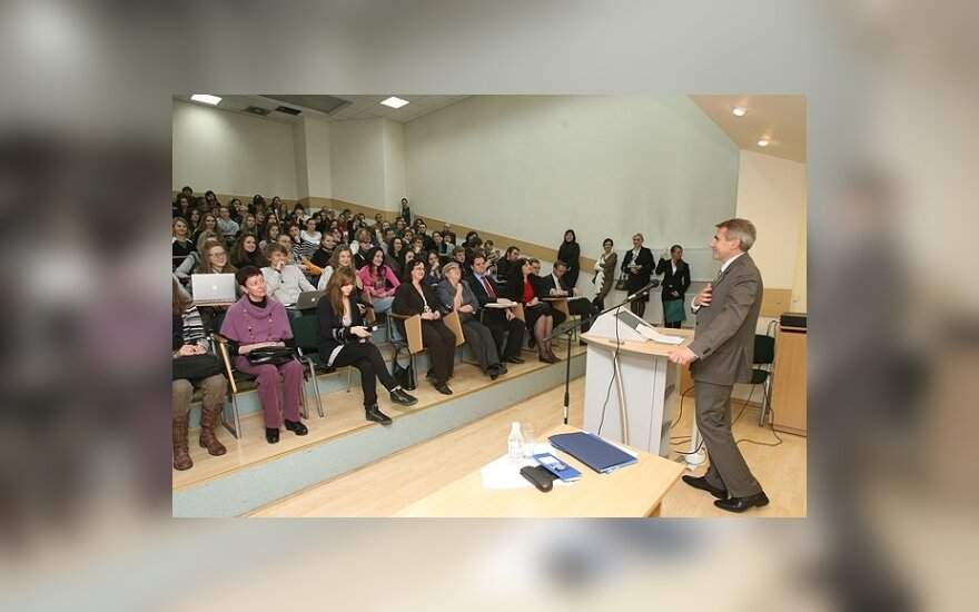 Ушацкас: белорусов дискриминируют в визовом вопросе