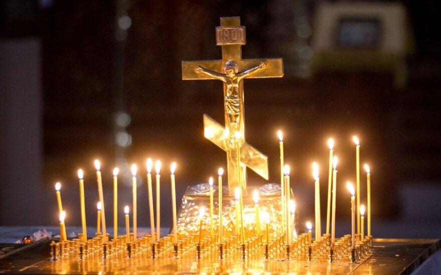 В Киеве наступила тишина: посреди поля боя вышли священники