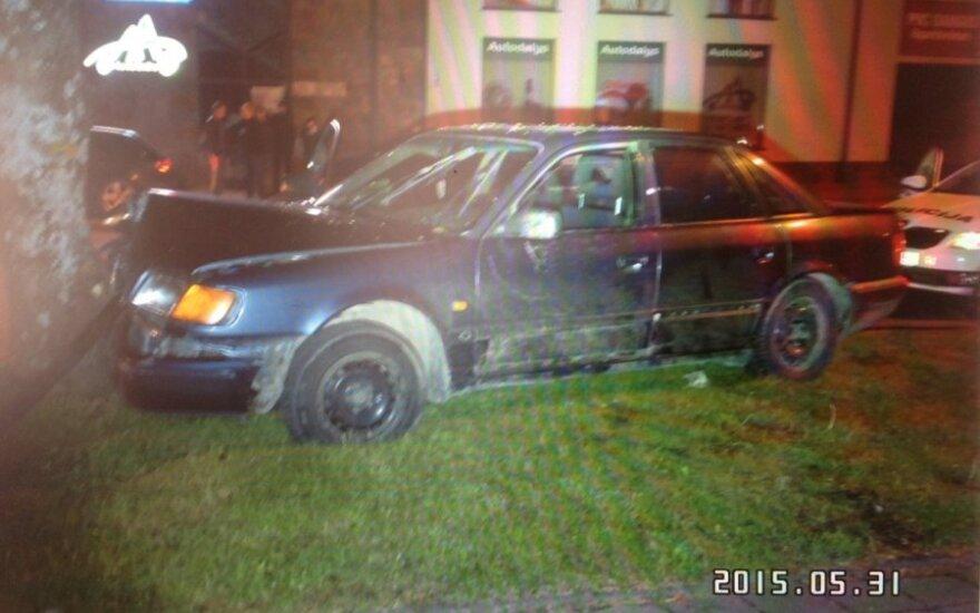 Во время погони автомобиль врезался в дерево, в машине был и ребенок