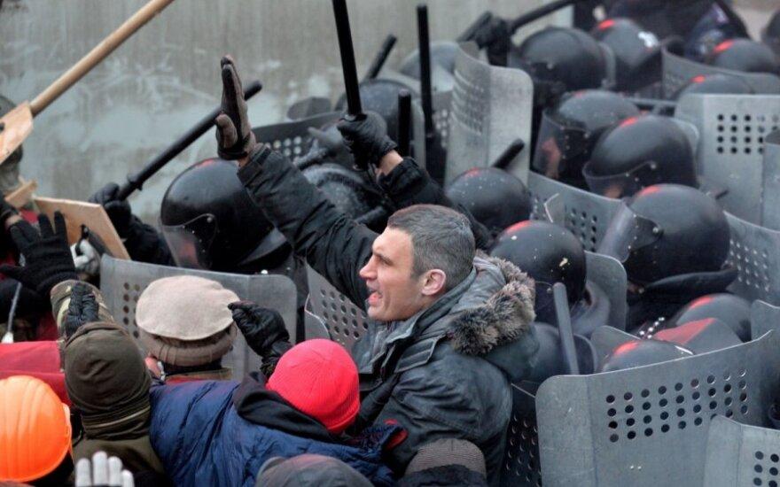 Kijeve protestuotojai susirėmė su milicija