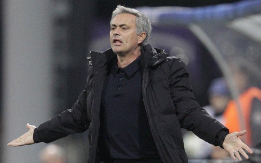 """Моуринью ведет """"Челси"""" к трофею, но на пути встал """"Ливерпуль"""""""