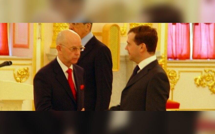 Antanas Vinkus, Dmitrijus Medvedevas